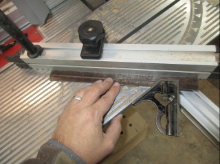 Setting a fence as a miter gauge.
